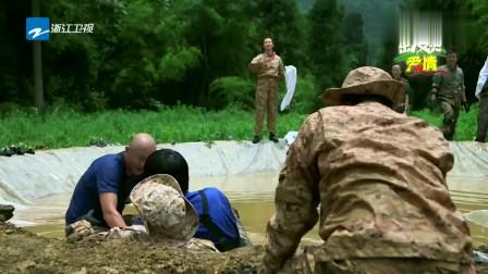 出发吧爱情:一堆老爷们泥潭里面,泥水都快灌饱了,场面太混乱!