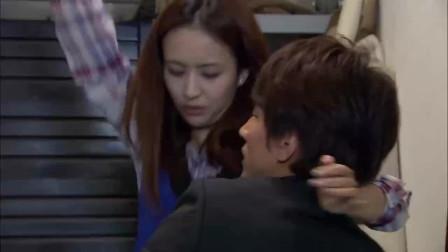 恋恋不忘:吴桐在下天台俩人亲密接触了一瞬间,突然场面好尴尬