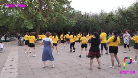 大叔大妈跳广场舞《爱过了也伤过了》背面演示,好看又好学!
