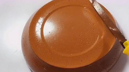 切巧克力泥,谁知用刀竟然没有切开,还没用手捏着过瘾呢