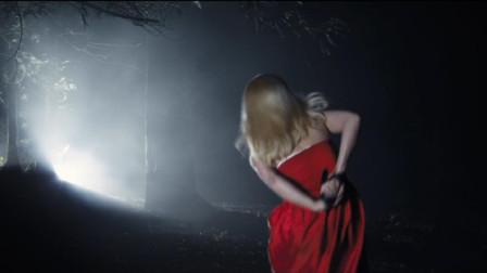 女孩被骗至森林,本以为难逃猎物宿命,谁知她才是最可怕的猎手
