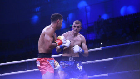 拳王克里琴科陪练,身高超2米征战擂台一回合利落KO对手