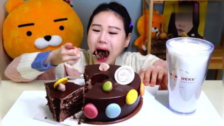 大胃王美女,吃一整个巧克力马卡龙蛋糕,吃得下吗这么大一块