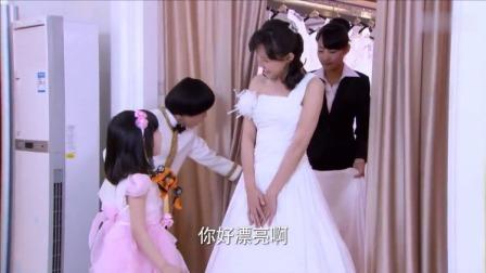 傻男孩陪爸妈拍婚纱照,一直夸妈妈漂亮,结果爸爸出场全家乐坏了