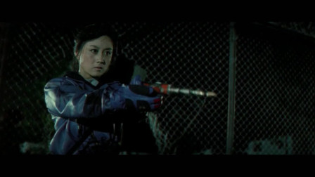 最佳拍档5:女贼拿出宝剑劈砍,削铁如泥。