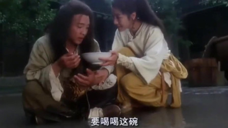 以前只知道李连杰能打,原来搞笑实力也这么强,水缸搅水谁模仿过