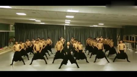 小哥哥们精彩蒙古族舞蹈,中间的老师舞感太好了吧?