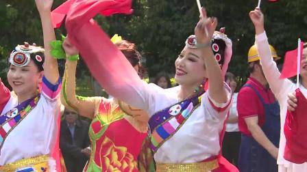 昆明官渡区柔力球队集体展演《母亲是中华》