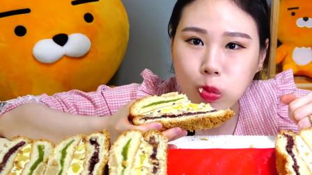 大胃王可爱妹子吃肉松三明治,看得我肚子都饿