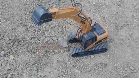 挖掘机挖土找平 玩具挖掘机挖土视频