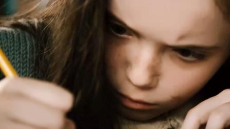 女孩神色惊恐不停写代码,写到双手流血也停不了,原来那竟是。。。