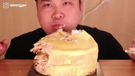 韩国大胃王胖哥,吃芝士奶油蛋糕,看他吃的多过瘾