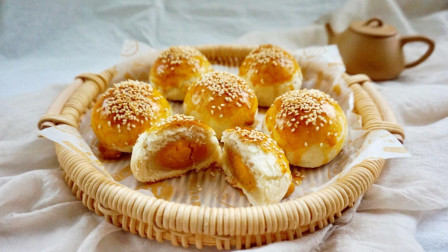 《香酥蛋黄酥》的制作方法