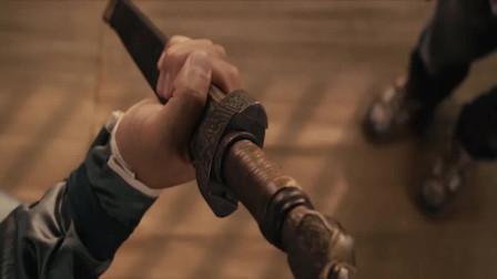 超时空救兵:杨傲送了二蛋一柄短剑,二蛋可高兴坏了,这可是古董啊!
