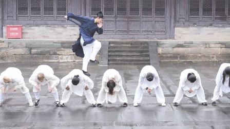 武当山上的成名绝技,陈师行的轻功可从纵跳十几米,苦练多年的功夫