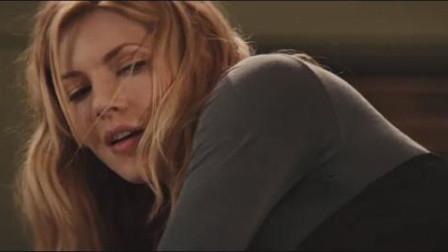 好电影:美女让你知道什么叫回眸一脚,就是下场有点惨……