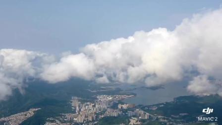 航拍俯瞰白云下青山绿水 美丽城市
