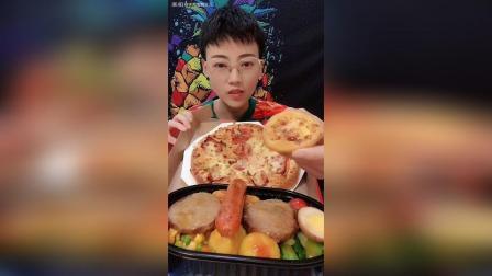 培根披萨榴莲蛋挞胡椒烤肠一共16元