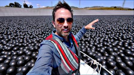 为了不让水分蒸发,美国人在水库里放了近1亿个黑球