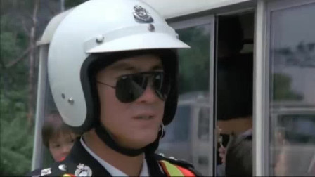 李修贤铁血骑警:客车抛锚了,骑警都过来了