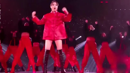 江苏卫视跨年演唱会李宇春新歌首发《新物种》,全新造型真撩人