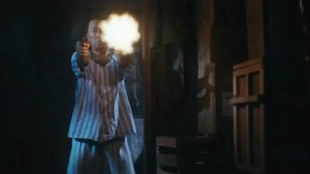 电影《毒战》武警突袭制毒工厂,不幸被发现战斗一触即发。