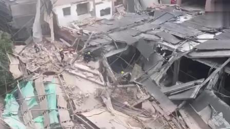 20多人被困,已救出11人!直击上海昭化路改造建筑坍塌救援现场