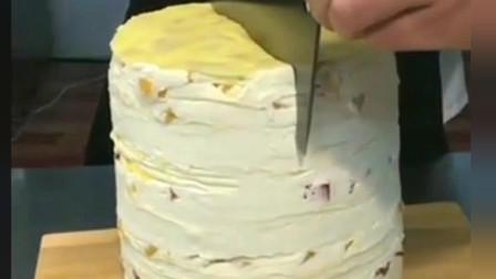 这才是千层蛋糕该有的样子,切开一看,以前吃的都是假的