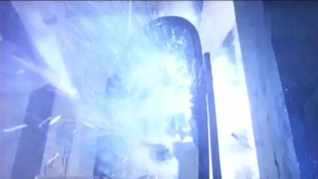 猛鬼佛跳墙:骠叔从坟地回来后去找猛鬼,猛鬼扬言要烧死骠叔全家!
