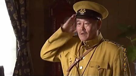 关东大先生:发工资的时候,赵本山进来了,看这眼神