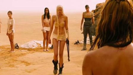 这部弥漫着血与沙的末世废土电影,邪魅又张狂,完全可以称一句经典