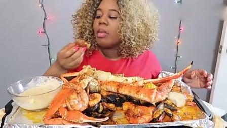 非洲泡面姐自做海鲜杂烩,蘸着酱大口吃的超香光看着也过瘾-
