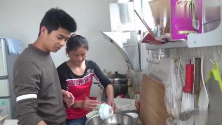 农村小伙家庭版自制凉皮,做法简单电饼铛能搞定,媳妇一个劲的夸