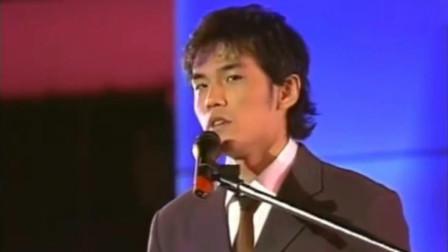 青涩的周杰伦,这首《龙卷风》席卷华语乐坛,当时他只有22岁