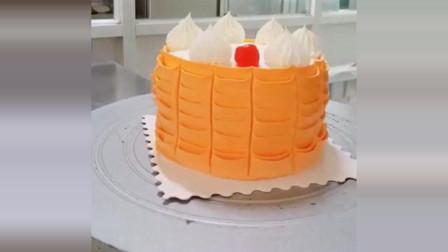 美食:蛋糕师制作的小蛋糕,看起来很精致,我也想买一个了