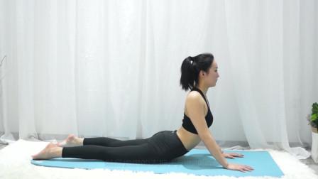 做完瑜伽放松也很重要,腹部肌肉拉伸可以这样做,一学就会