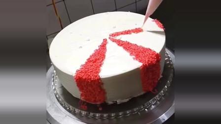 美食:这蛋糕的款式你见过吗?看起来好精致,根本不忍心切了它