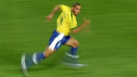 罗纳尔多千里走单骑的神技能,也开始被其他球员效仿了