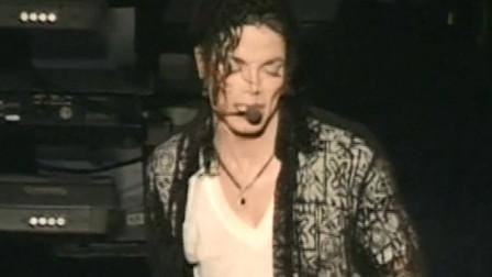 迈克尔杰克逊演唱精湛,音乐修养极高