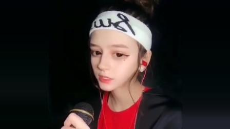 这个外国女孩火了,一首《黎明前的黑暗》,中文唱的也太好了!