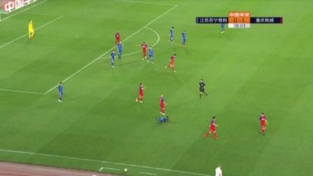第39分钟重庆斯威球员阿德里安黄牌