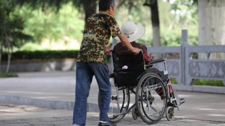 男子撞伤女孩后逃走 坐轮椅上的父亲愤怒站起狂追