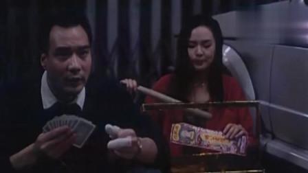 《猛鬼舞厅》粤语版,当在赌钱时,边上有个鬼在吃蜡烛是什么感觉
