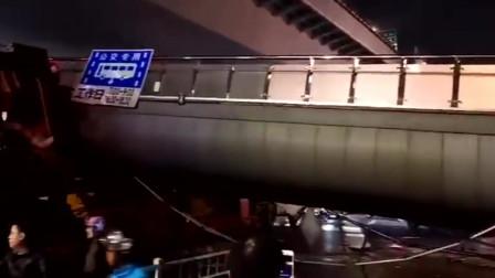 杭州天桥倒塌瞬间视频曝光 因超高大货车剐倒无人伤亡