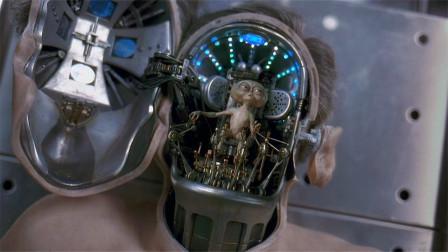 老人被怪物攻击,临终前揭下面具,脑袋里竟藏着一个迷你外星人