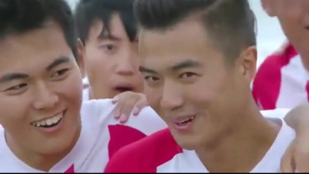 旋风十一人:江疏影带拉拉队来海边训练,足球队员们的眼睛都直了!