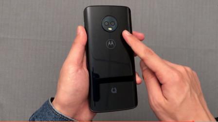 599元的摩托罗拉手机开箱,看到手机一瞬间:它