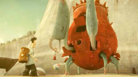 这么大的红罐子在路边,大人们视而不见,只有男孩发现它