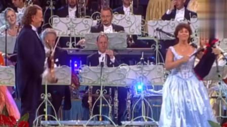 苏格兰风笛演奏《友谊地久天长》,气氛真棒,让人热泪盈眶!