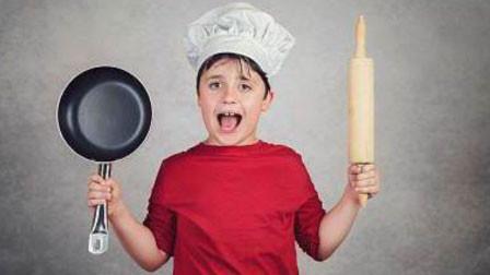 12岁男孩连续3年每天放学烧晚饭 妈妈急疯:他数学才考1分